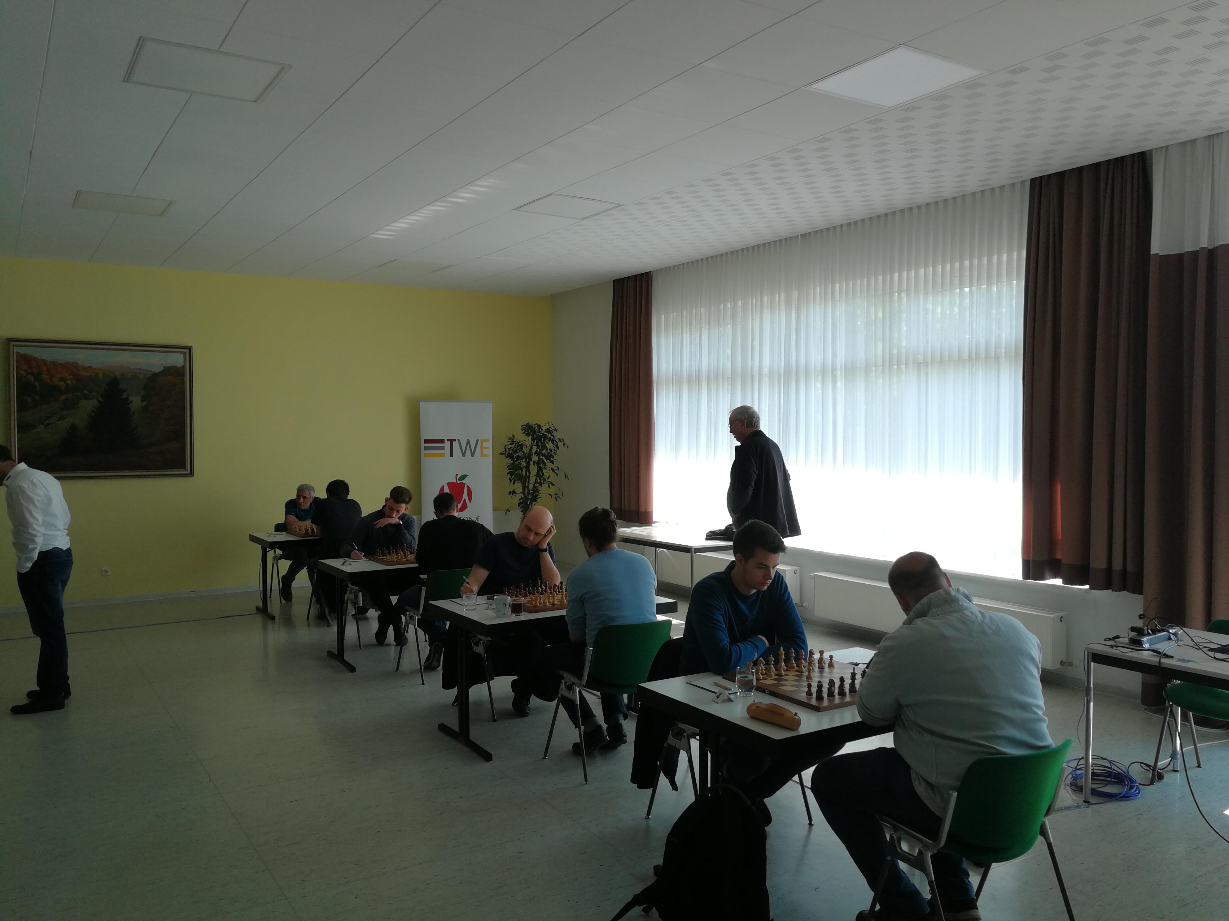 Spiel um Platz 3 im Gesamtüberblick; im Hintergrund Althesse Helmut Flöel, SK Zehlendorf
